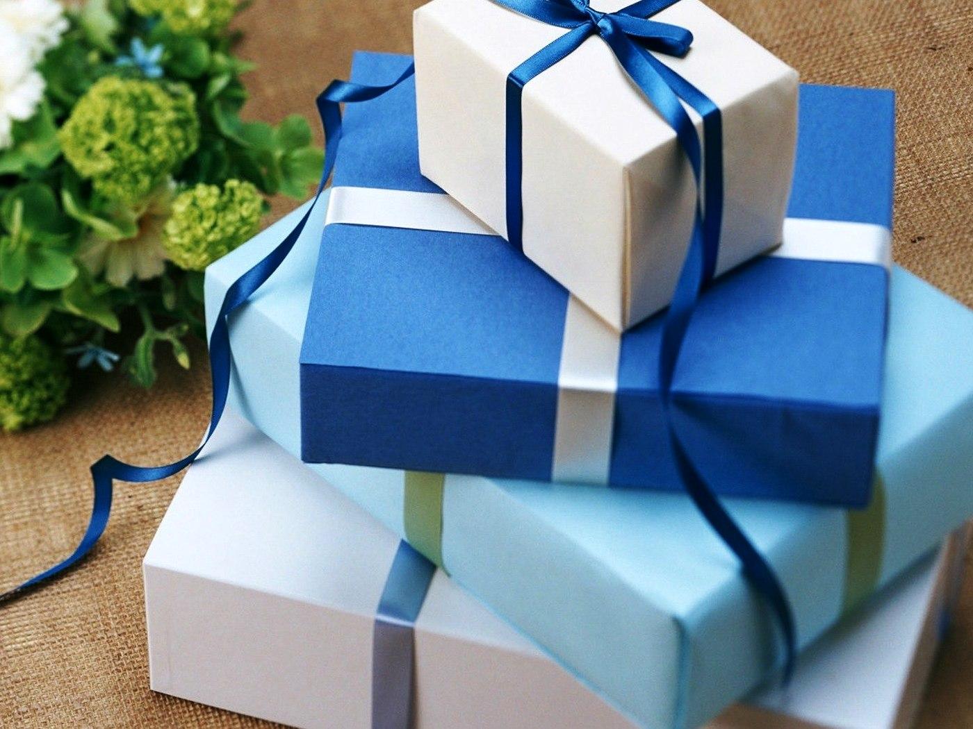 Картинки по запросу Что подарить тому, у кого есть все?